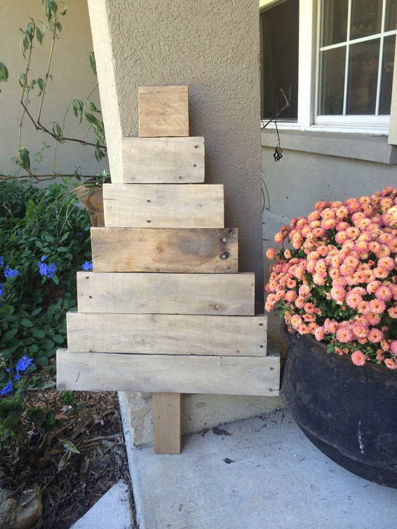 unfinished wood pallet christmas tree
