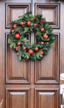 3 ways to hang a christmas wreath on your front door without making
